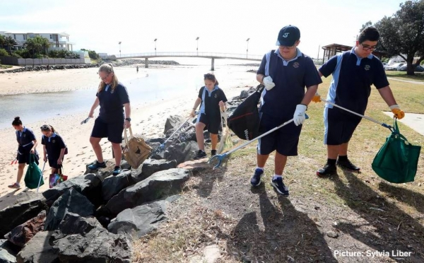 St Joseph's Albion Park student waste warriors clean up Little Lake
